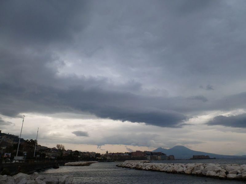 P1000452_vesuvio_in_clouds
