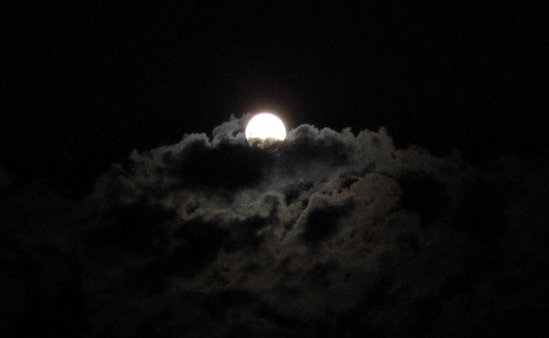 2014-09-08_20.26.14_moon_cloud_bed