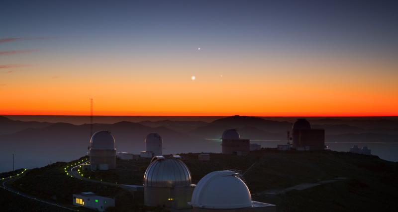 Alignment of three planets over La Silla observatorium